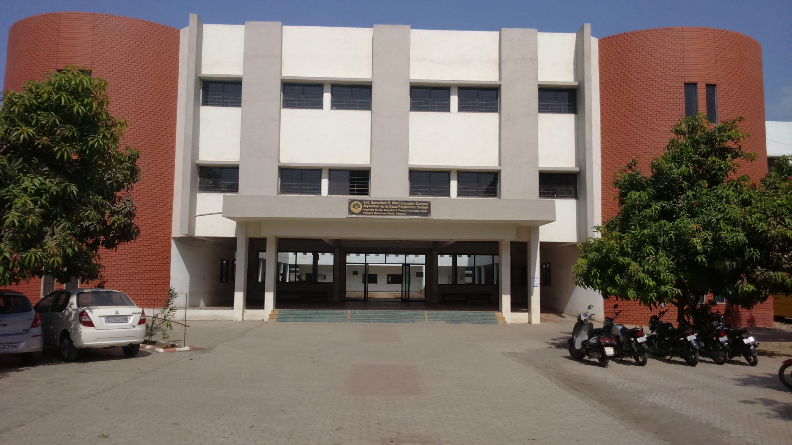 [6] College Building_Front